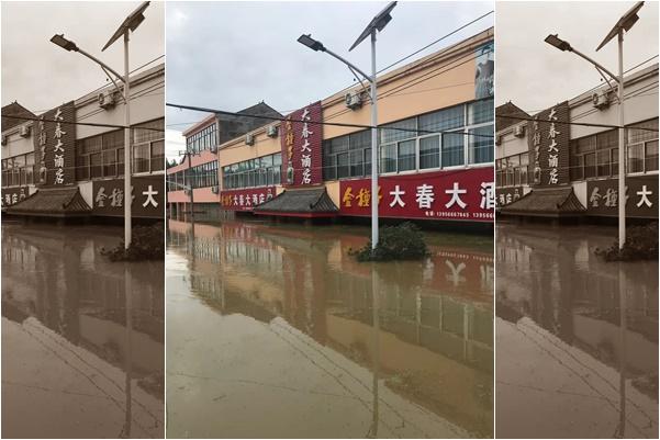 當局扒堤洩洪,至今已經40天,安徽廬江縣同大鎮仍然泡在水中。(受訪人提供)