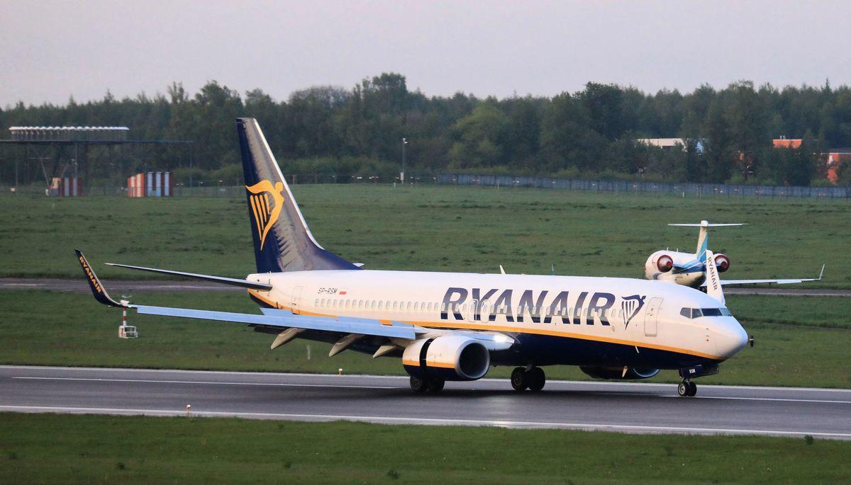 2021年5月23日,一架從希臘雅典起飛的波音737-8AS瑞安航空(Ryanair)客機(FR4978航班,SP-RSM)被白俄羅斯當局攔截並改道飛往明斯克(Minsk),降落在維爾紐斯國際機場(Vilnius International Airport)。飛機上的異見人士羅曼·普羅塔塞維奇(Roman Protasevich)被捕。(PETRAS MALUKAS/AFP via Getty Images)