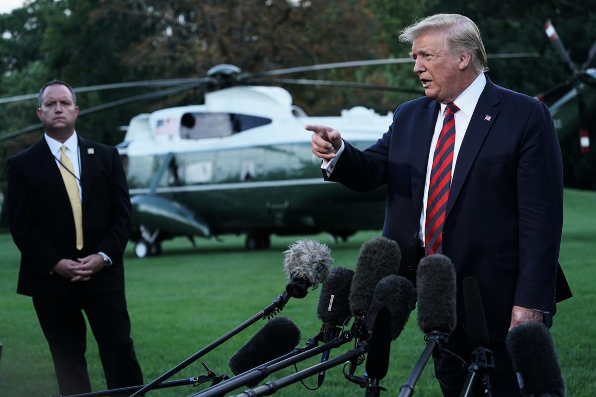 美國總統特朗普9月12日前往巴爾的摩參加2019年眾議院共和黨會議成員晚宴,臨行前簡單回答在場媒體提問。(Alex Wong/Getty Images)