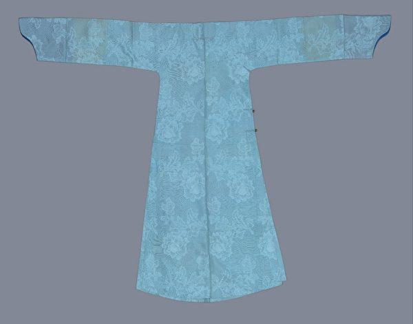 月白色示意圖。圖為月白色泰西紗常服袍,清宮舊藏。(公有領域)
