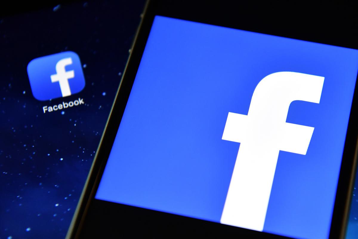 英國媒體爆料,Facebook收受中共官媒資金,在平台上否認或淡化新疆維吾爾族和其他少數民族遭迫害的消息,幫助中共當局進行「大外宣」。(Carl Court/Getty Images)