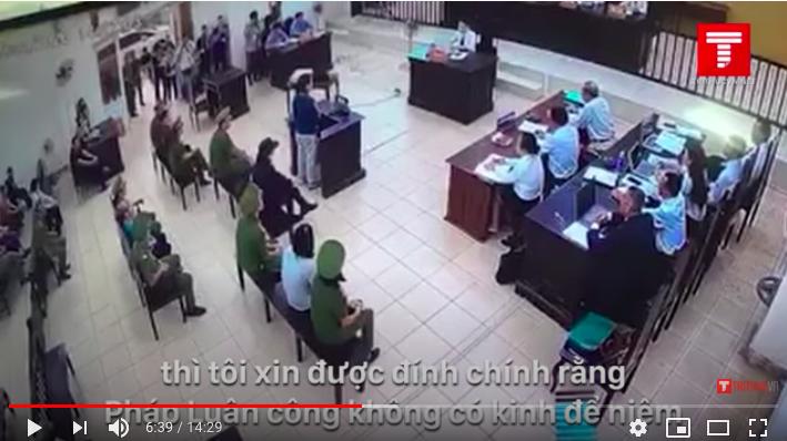 越南平陽省人民法院庭審混凝土砌塊藏屍一案的現場。(越南媒體Tri Thuc VN影片截圖)