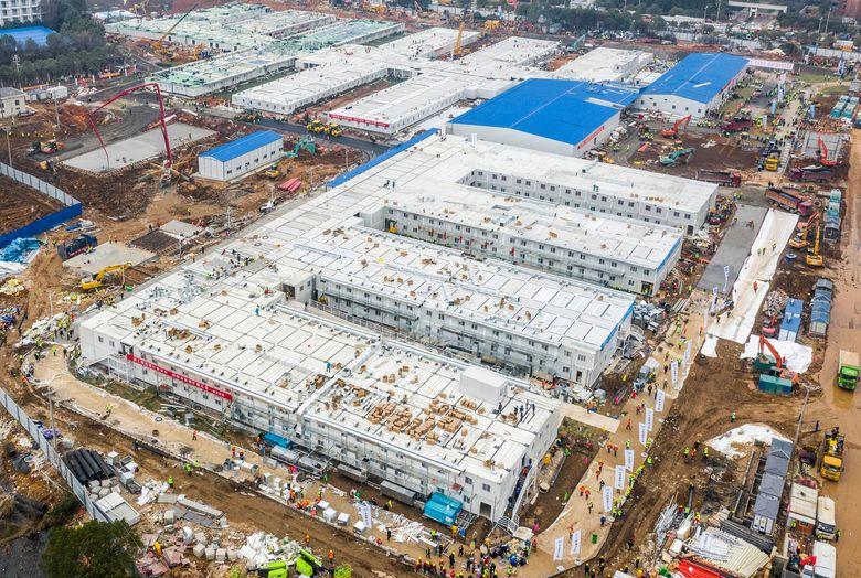 武漢火神山醫院於2月2日完工,交付中共軍醫系統,3日正式啟用。(STR/AFP/GettyImages)