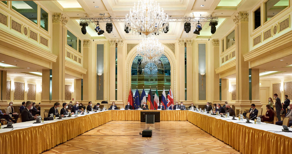 中共欲拉攏所謂盟友組建反美聯盟之際,2021年4月6日,伊朗外長與各國代表參加了在奧地利維也納的核談判。(EU Delegation in Vienna via Getty Images)