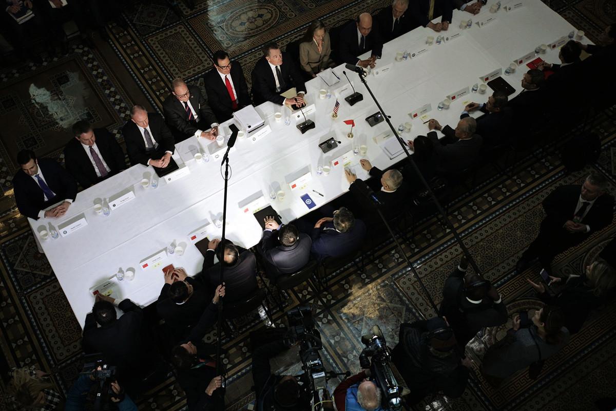 今年2月21日,中美高級官員在華府舉行一輪談判。(Alex Wong/Getty Images)