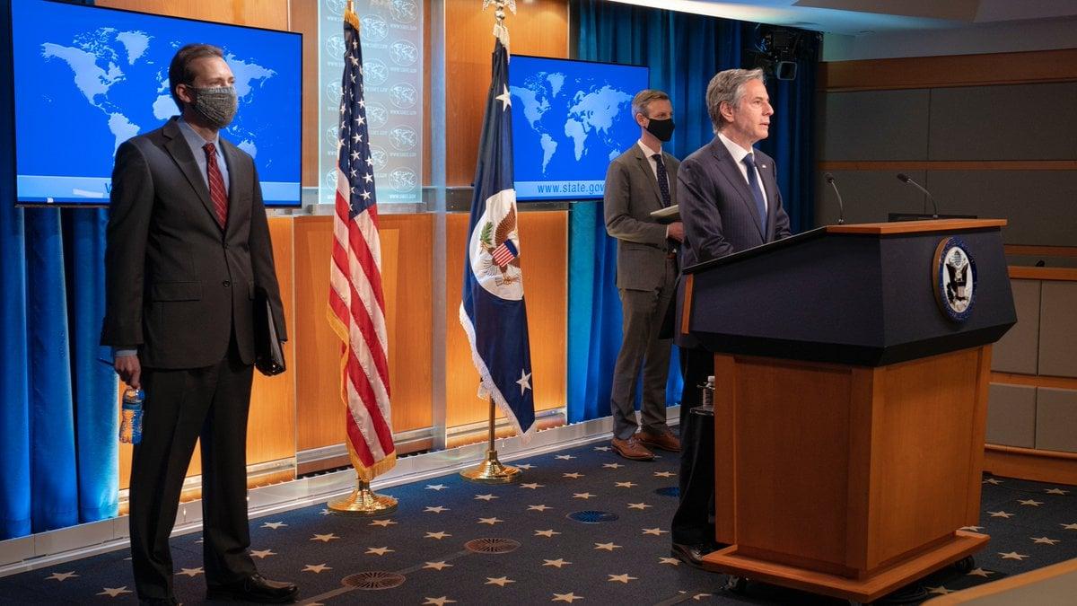 2021年5月12日,美國國務卿布林肯(Antony Blinken,右)宣佈制裁四川省成都市前「610」辦公室主任余輝。美國國務院還發佈了《2020年國際宗教自由報告》。(美國國務卿布林肯推特)