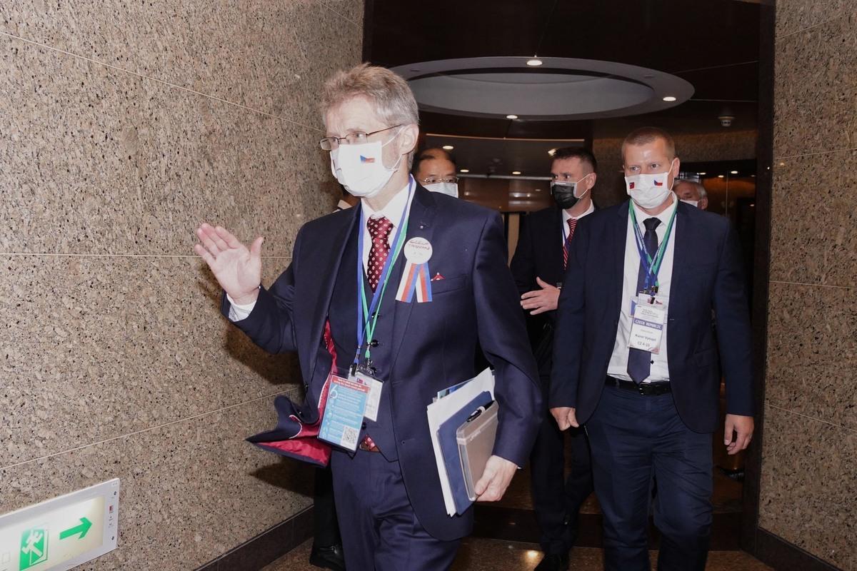 經濟部主辦「2020台灣.捷克-經貿暨投資論壇」2020年8月31日在台北登場,捷克參議院議長維特齊(左)出席。(中央社)