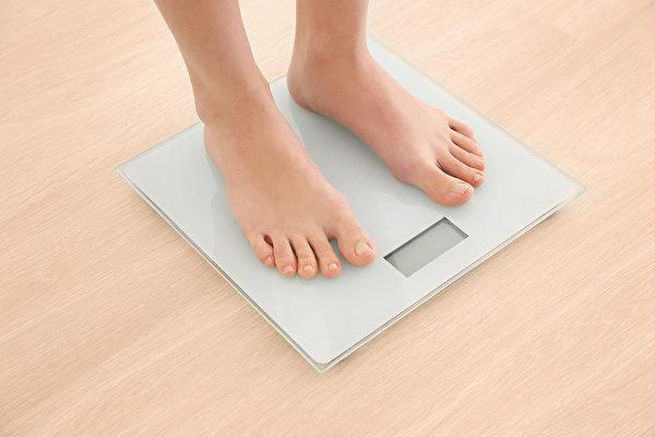 中年後發胖、減肥難,與新陳代謝變差有關。(Shutterstock)