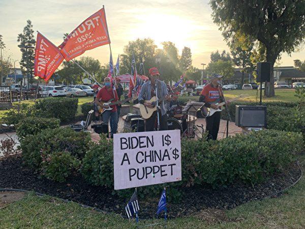 2020年12月6日(周日),越南裔選民組成的樂隊,在現場演奏音樂,支持特朗普總統。(姜琳達/大紀元)