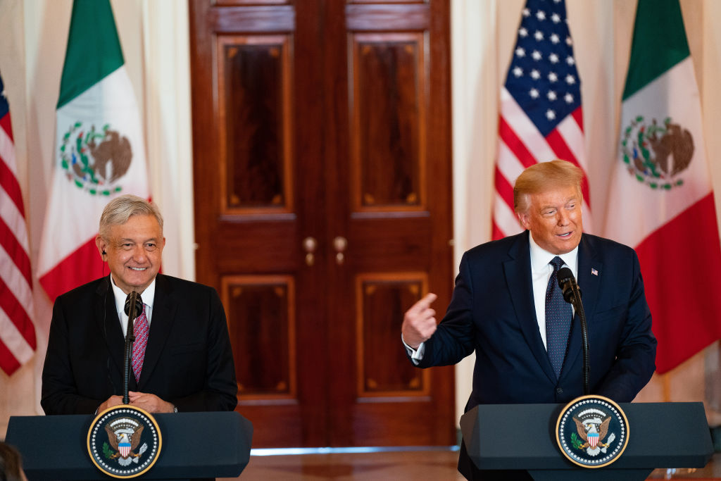 墨西哥總統奧夫拉多爾(Andres Manuel Lopez Obrador)和特朗普總統。(Anna Moneymaker-Pool/Getty Images)