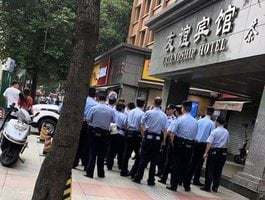 【影片】中共公安武警包圍美駐成都總領館