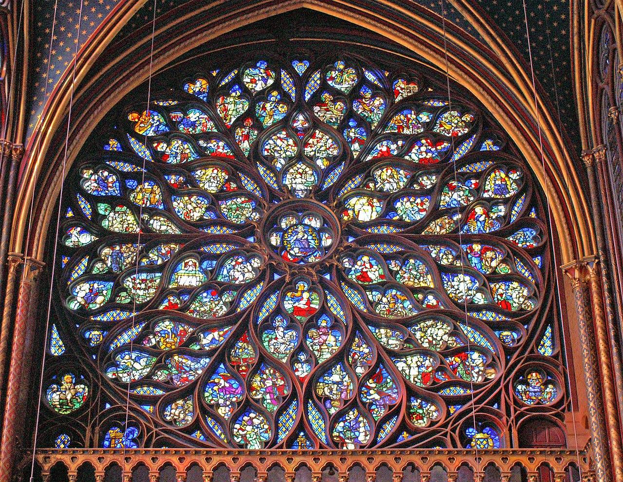 聖禮拜堂內的玫瑰花窗。(Didier B/維基百科)