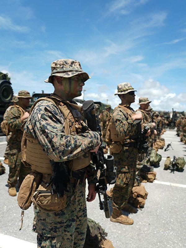 27日,美國海軍陸戰隊第三師在日本嘉手納基地進行快速反應訓練。(美國印太司令部推特)
