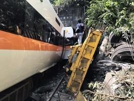【台鐵事故】太魯閣號出軌 至今51人死亡156人受傷(多圖)