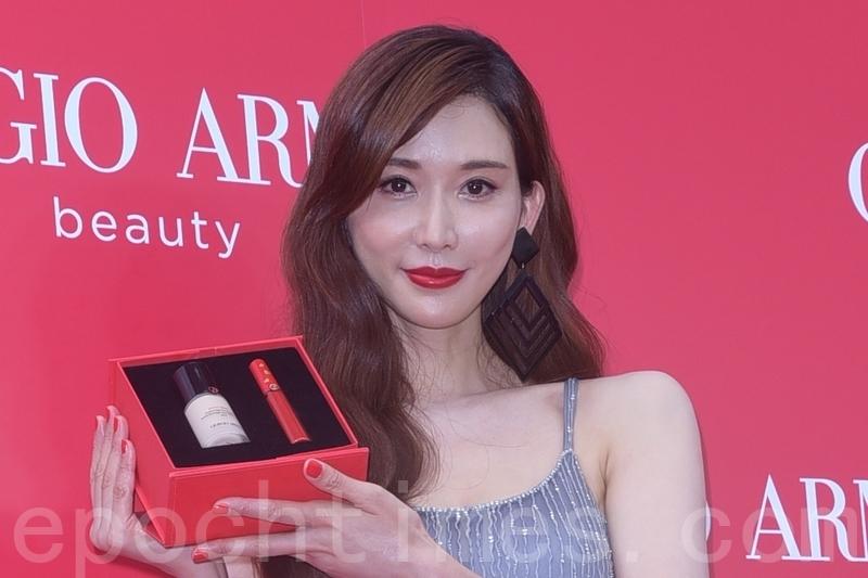 林志玲於7月27日在台北出席某彩妝品牌開幕記者會。這也是她婚後首度公開在台灣亮相。(黃宗茂/大紀元)