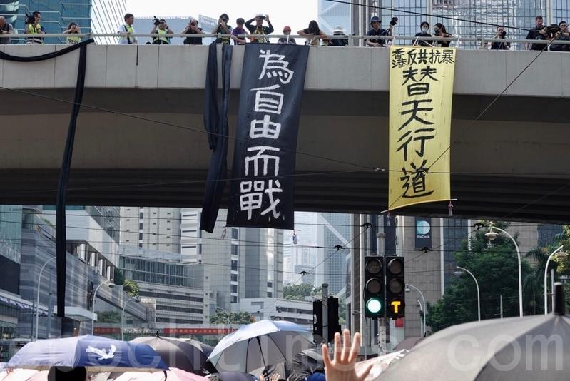 2019年10月1日,香港市民灣仔遊行。(余鋼/大紀元)