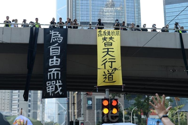 2019年10月1日,香港市民金鐘遊行。(宋碧龍/大紀元)