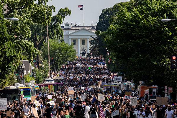 美首都爆發大規模遊行示威