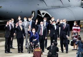 美三參議員抵台 宣佈贈台灣75萬劑疫苗