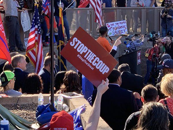 2020年12月19日(周六),超過2000名民眾參加了在亞利桑那州首府鳳凰城舉行的「制止竊選、支持特朗普總統」的集會活動。(姜琳達/大紀元)