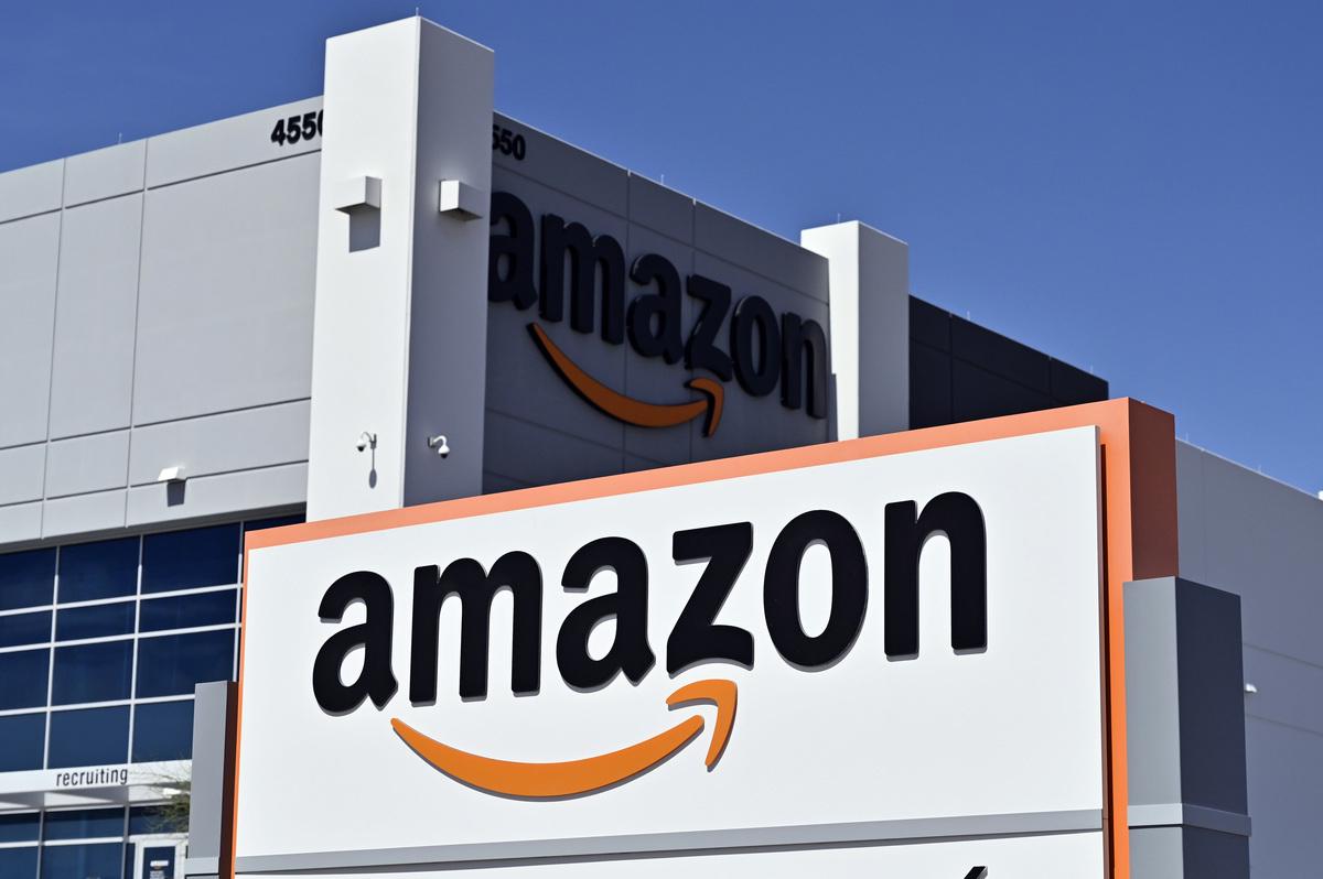 亞馬遜將在9月16日舉辦線上求職日活動,增聘3.3萬名新員工,平均年薪高達15萬美元。圖為美國內華達州北拉斯維加斯的亞馬遜配送中心。(DAVID BECKER/AFP via Getty Images)