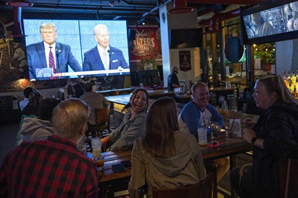 楊威:美國總統選舉辯論的場外激烈爭奪