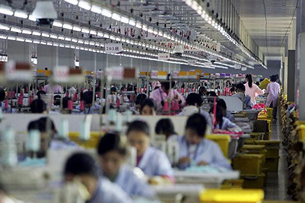 圖為中國廣東省佛山市一家工廠的部份生產線。(Cancan Chu/Getty Images)