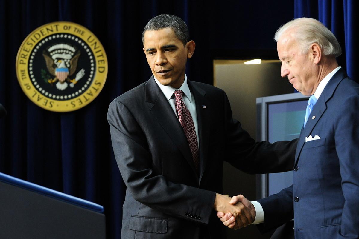 美國前總統奧巴馬和副總統拜登。(JEWEL SAMAD/AFP/Getty Images)