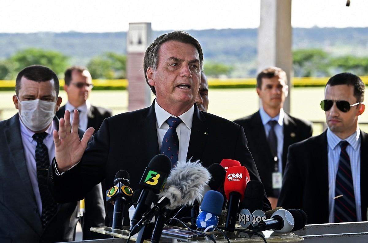 圖為2020年3月20日,巴西總統賈爾·博爾索納羅(Jair Bolsonaro)向媒體發表講話。(EVARISTO SA/AFP/Getty Images)