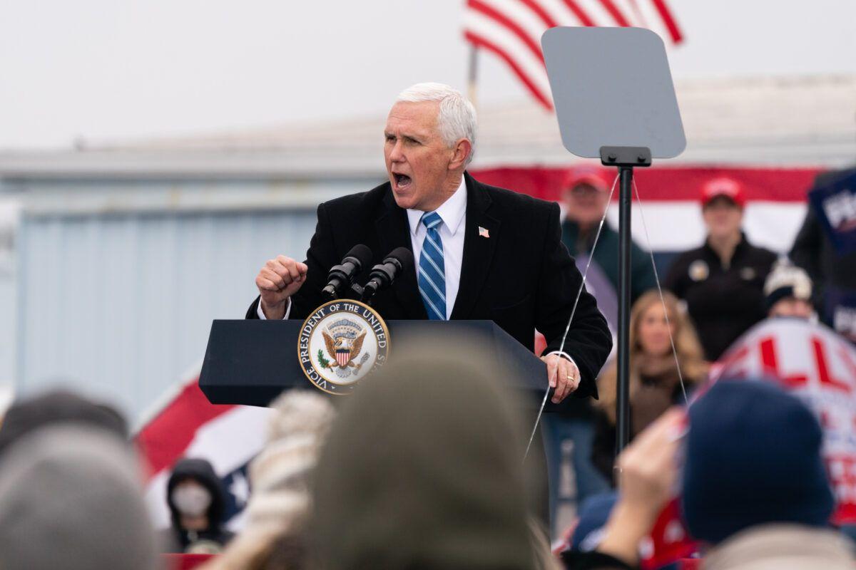 2020年12月17日,美國副總統邁克‧彭斯在佐治亞州哥倫布市舉行的「捍衛多數派 」(Defend The Majority)活動中發表講話。(Elijah Nouvelage/Getty Images)