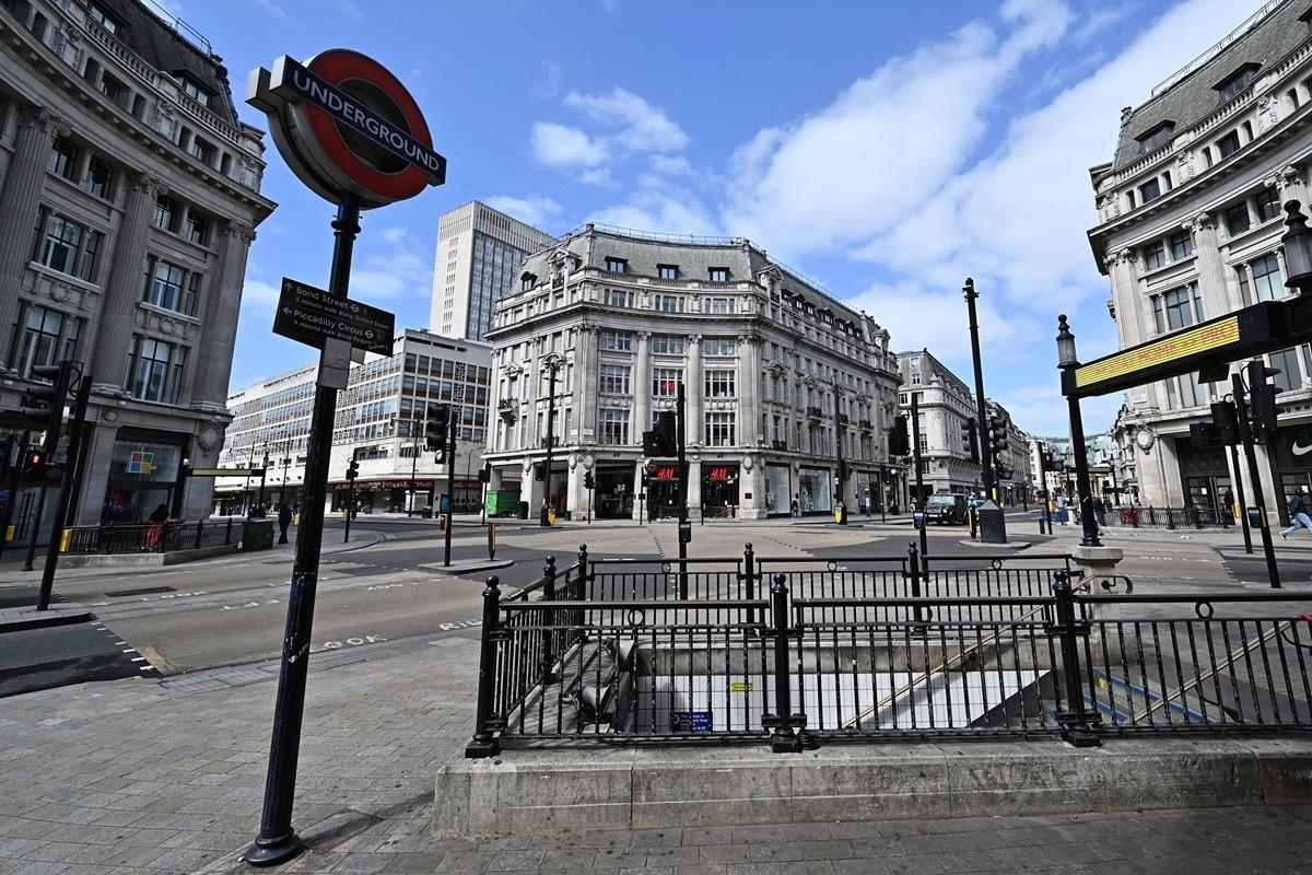 2020年4月13日,英國倫敦,幾乎無人的牛津圓環(Oxford Circus)。(GLYN KIRK/AFP via Getty Images)