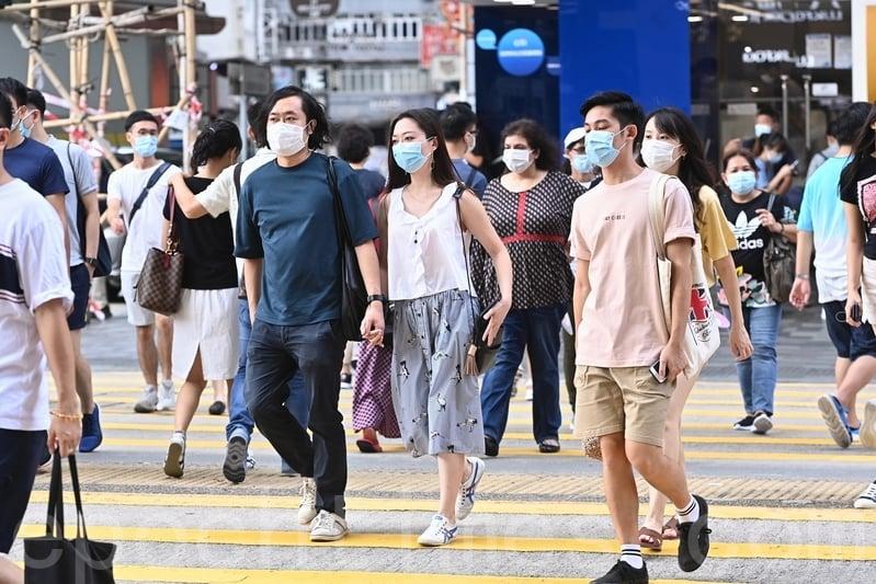 英國政府宣佈開通BNO護照持有者的入籍通道後,香港人計劃前往英國定居的人數持續攀升,並創下新高。圖為香港一景。(宋碧龍/大紀元)