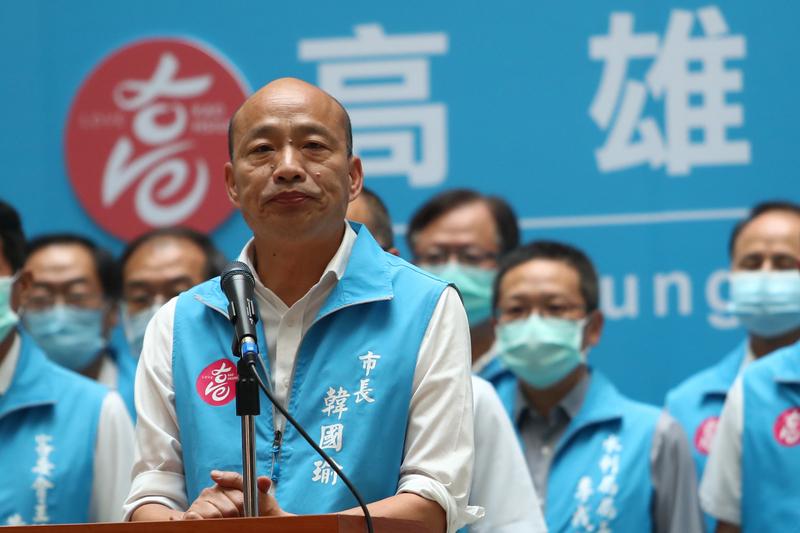 台灣高雄市長韓國瑜被以93萬多票遭到罷免,票數高達93萬票,超過他當初在高雄勝選獲得的89萬票,引發國際關注。這次國際媒體報道台灣「親共」政治人物下台。(中央社)