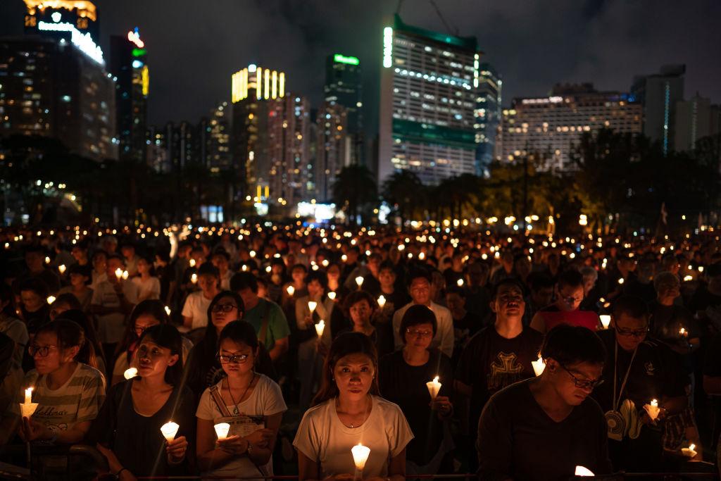 2019年6月4日晚,香港民眾在維多利亞公園舉行紀念「六四」的燭光晚會。 (Anthony Kwan/Getty Images)