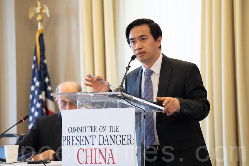 5月2日,「應對中共當前危險委員會」(Committee on the Present Danger: China,簡稱CPDC)舉辦研討會,「希望之聲」總裁曾勇以鳳凰衛視借殼購買電台的案例,分析了中共在美國進行的「信息戰」。(林樂予/大紀元)