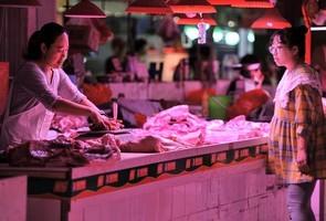 外媒:中國人戴豬肉項鏈炫富 揭中共困境