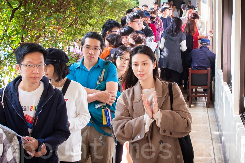 2020年1月11日,2020台灣總統大選與立委選舉,許多民眾一早前往金甌女中投票所投票。(陳柏州/大紀元)
