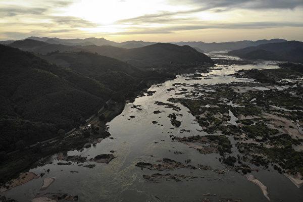 泰國境內的湄公河流域。(Photo by Lillian SUWANRUMPHA/AFP)