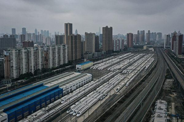中共肺炎失控,對中國經濟造成巨大負面影響。圖為封城中的武漢。(Getty Images)