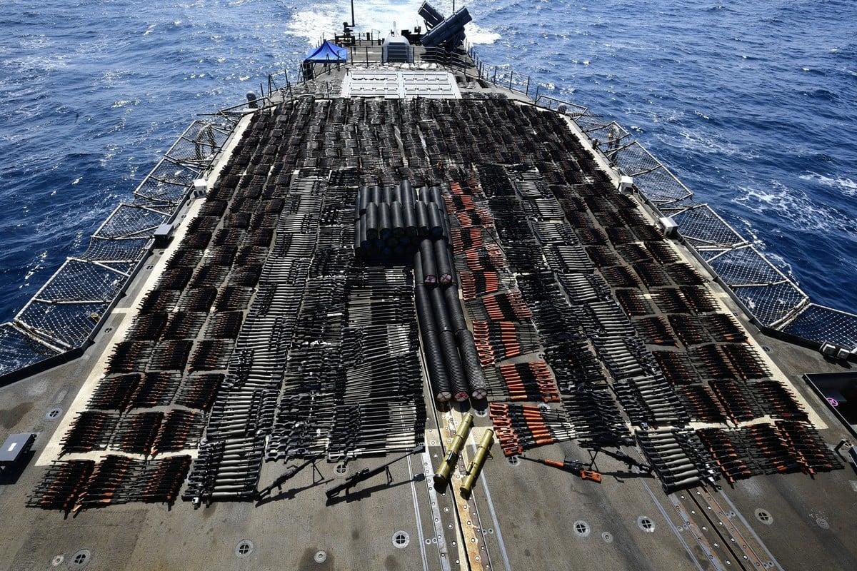 圖為美軍在北阿拉伯海截獲的大量非法中俄武器。(U.S. Navy photo)
