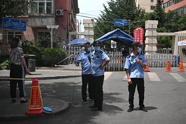 6月份至今北京的二手樓市場成交量價齊跌。圖為2020年6月15日北京玉泉一小區。(NOEL CELIS/AFP via Getty Images)
