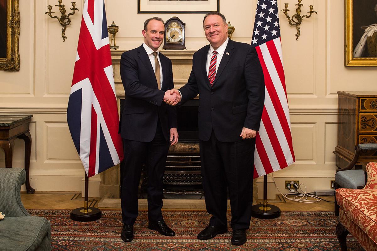 2020年7月6日,美國國務卿蓬佩奧稱英國為「促進和保護人權的全球領導者,我們的密切合作夥伴」。(Peter Summers/Getty Images)