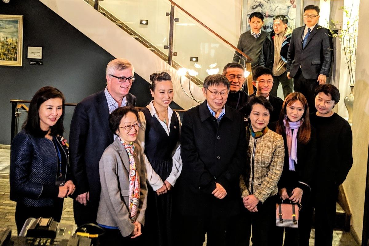台北市長柯文哲與全場近400位的大紐約地區台灣同學、陸港澳地區以及華商,分享擔任台北市長的心路歷程。(黃小堂/大紀元)