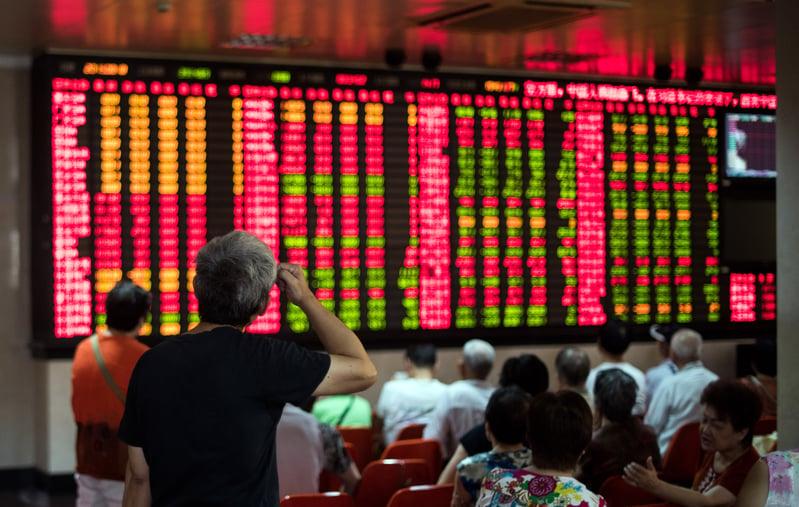 大陸股市上漲,配資創下5年來新高。有業界人士警告大陸股市或重蹈2015年股災覆轍。圖為上海一家證券公司。(JOHANNES EISELE/AFP)