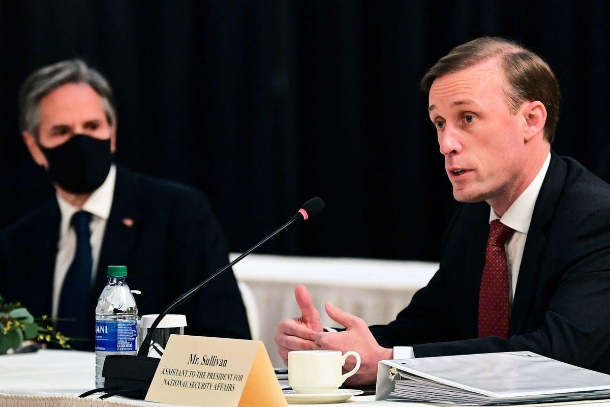 美國國務卿安東尼·布林肯(Antony Blinken,左)和國家安全顧問傑克·沙利文(Jake Sullivan,右)於2021年3月18日-19日在阿拉斯加會晤中共最高外交官楊潔篪和外交部長王毅。(FREDERIC J. BROWN/POOL/AFP via Getty Images)