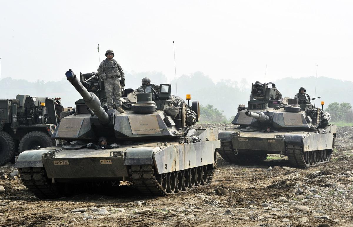 因應中共軍事威脅,國軍向美方採購的M1A2T戰車等新式軍備將陸續到位。(JUNG YEON-JE/AFP via Getty Images)