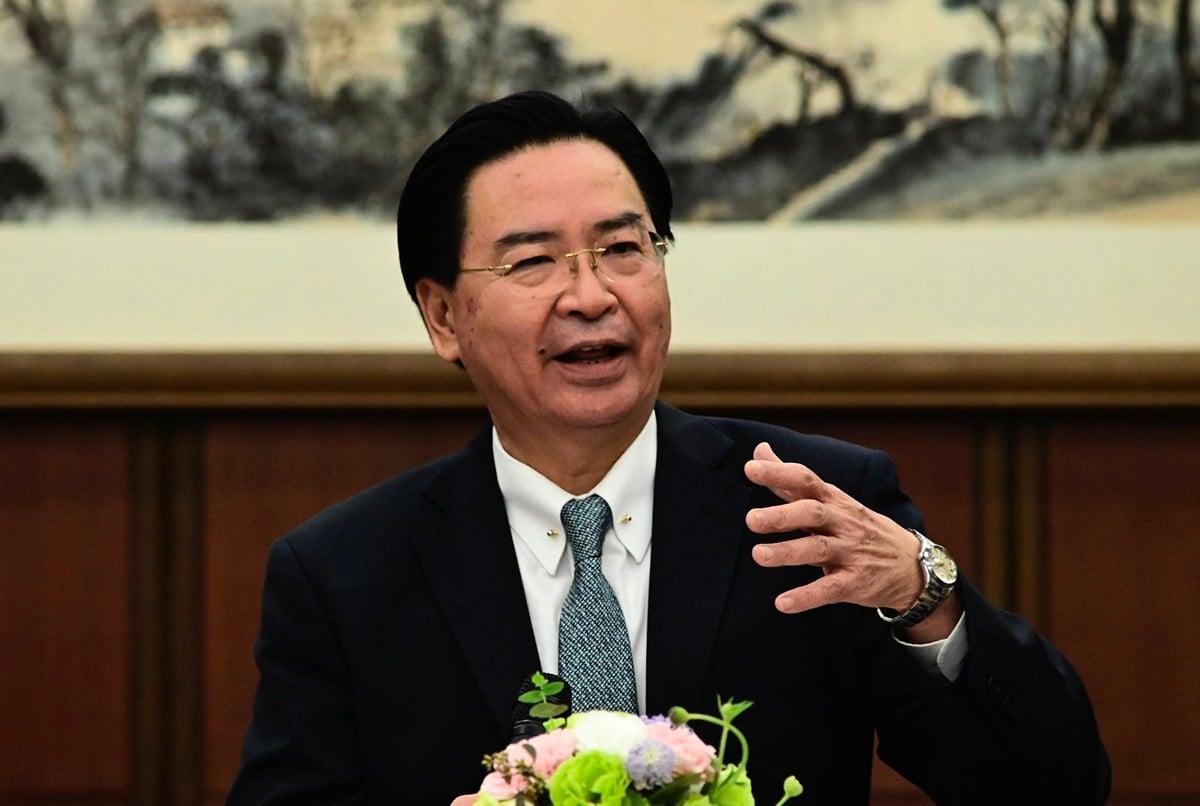 台灣外交部長吳釗燮表示,如果中共加強鎮壓香港,台灣將與國際社會合作幫助港人。(Sam Yeh/AFP)