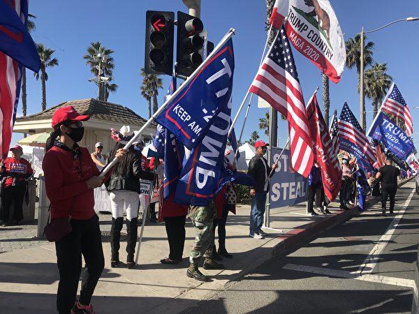 12月5日上午,橙縣杭廷頓海灘再次舉行挺特朗普總統集會。(黃文華/大紀元)