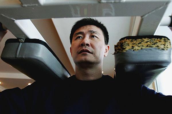 面對壓力,中國足球名將郝海東堅決選擇與「中共」決裂。圖為郝海東資料照。(Guang Niu/Getty Images)