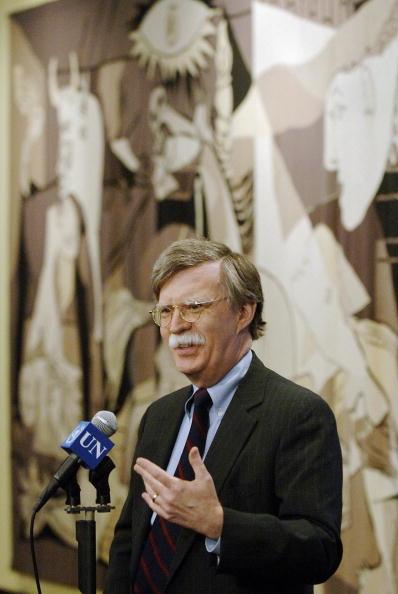 前聯合國大使、特朗普政府國務卿的候選人之一約翰・博爾頓(John Bolton)周日在接受霍士採訪的時候說,有關俄羅斯黑客攻擊的說法是一場騙局,很可能是奧巴馬政府的「假旗」做法。(AFP/Getty Images)